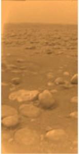 Photographie de la surface de Titan, prise par l'atterrisseur Huygens Crédits: ESA
