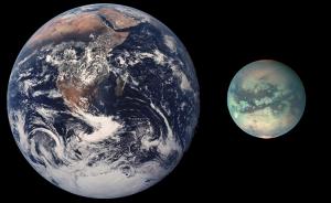 Comparaison d'échelle entre la Terre et Titan Crédits: NASA/Urhixidur