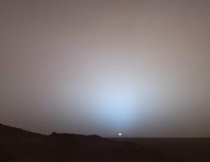 Couché de Soleil sur les bords du cratère Gusev, sur la planète Mars. Crédits: NASA/JPL/Texas A&M/Cornell