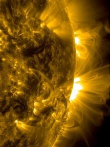 Gros plan sur la couronne solaire effectué en Janvier 2014, par le Solar Dynamics Observatory. (Crédits: NASA)