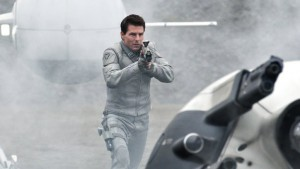 Tom Cruise, alias Jack Harper, dans le film Oblivion