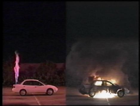 Simulation comparative d'un incendie de réservoir, hydrogène à gauche, essence à droite une minute après le début de l'incendie. (Credit: Université de Miami - Département de l'énergie des USA)